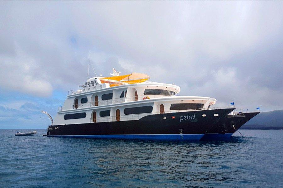 Petrel Catamaran, Galapagos