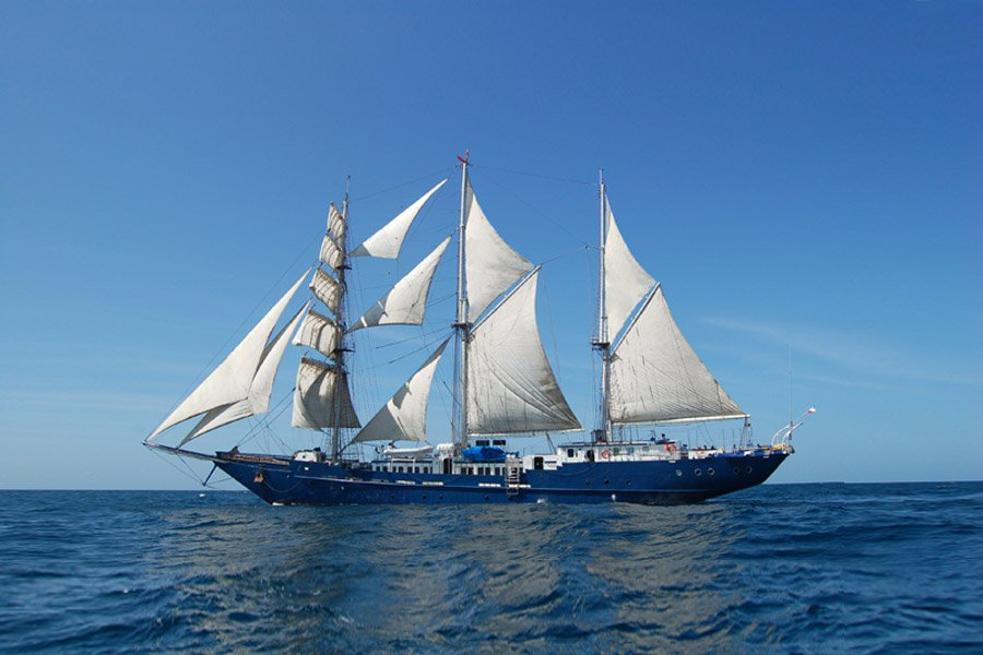 Mary Anne Yacht, Galapagos