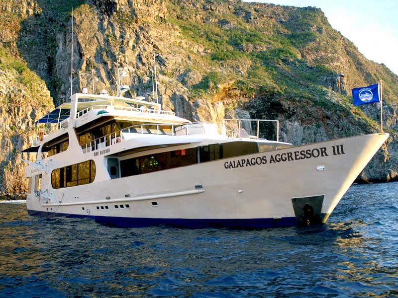 Galapagos Aggressor III Yacht, DIVING