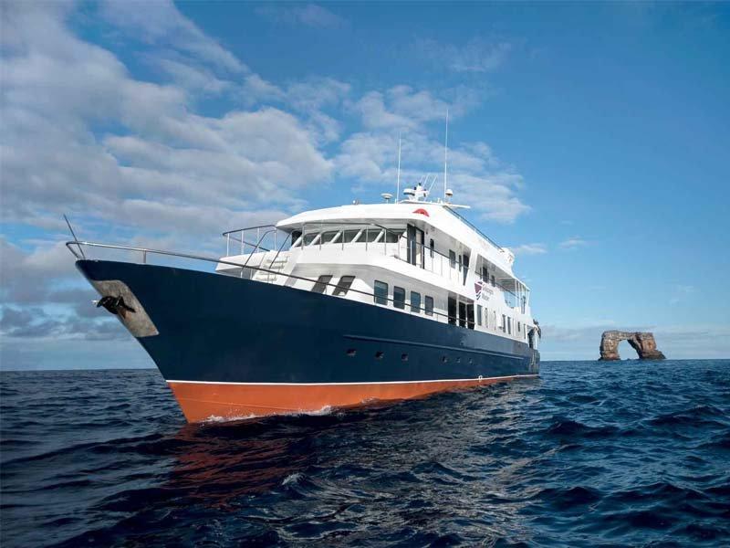 Galapagos Master Yacht, DIVING