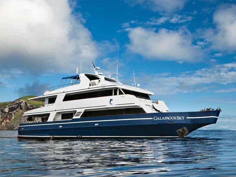 Galapagos Sky Yacht,  DIVING